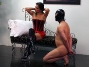 facesitting-humiliation-01