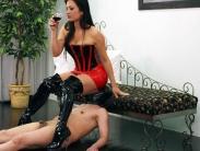 facesitting-humiliation-04