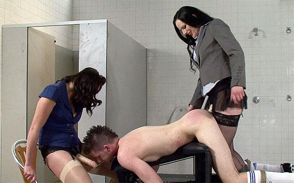 Strapon femdom toilet